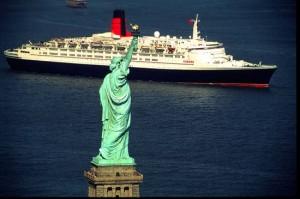 QE2_Cunard_Statue