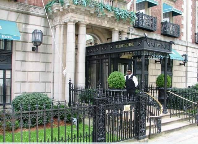 Eliot Hotel Entrance