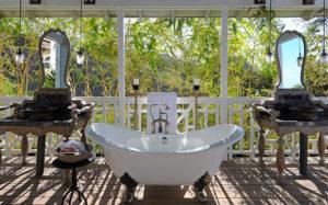 Belle Mont Farm outdoor bath