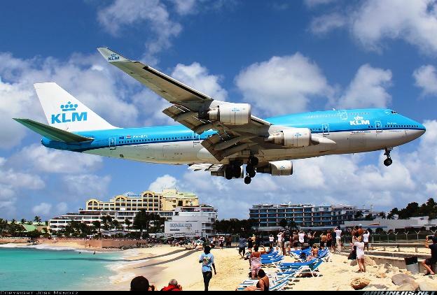 Saint Maarteen planes landing