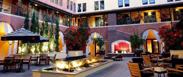 Hotel Valencia outdoor courtyard