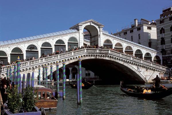 rialto_bridge_venice_italy