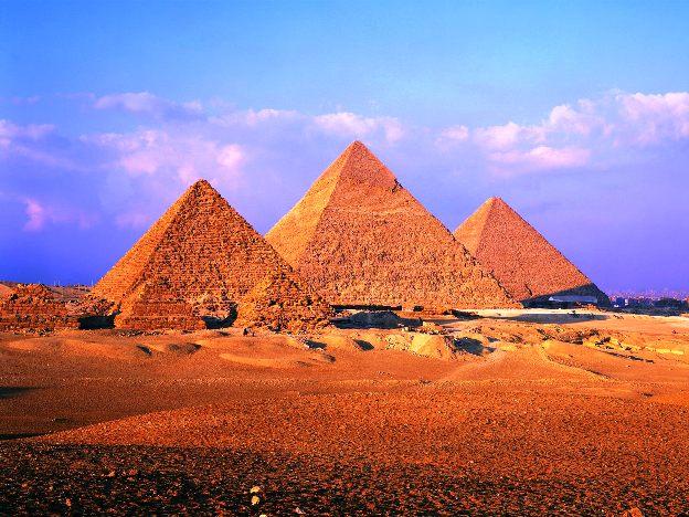 Pyramids at Giza etraveltrips.com
