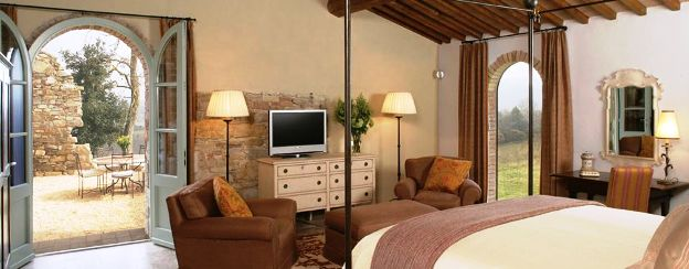 Hotel Castello di Casole guest bedroom
