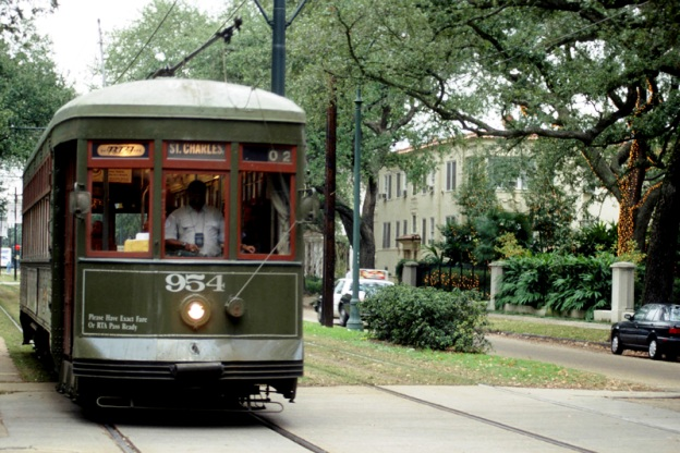 New Orleans overview garden district streetcar