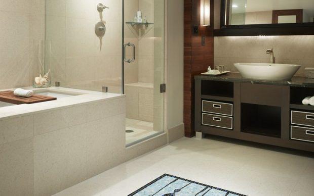 Carillon Hotel guest bathrooms