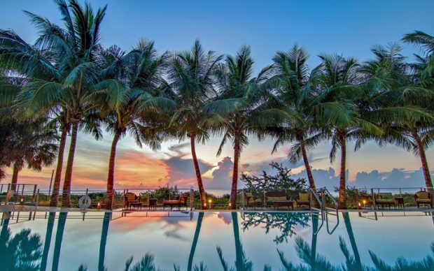 Carillon Hotel pool