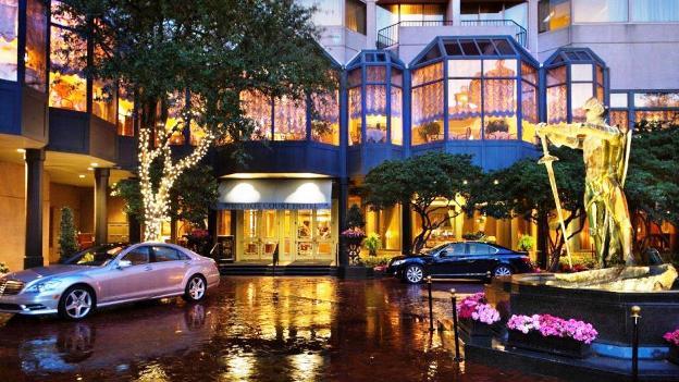 Windsor Court Hotel Exterior