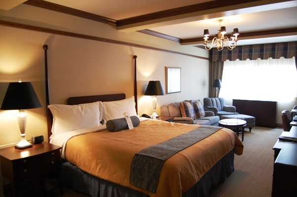 Blakely Hotel guest rooms