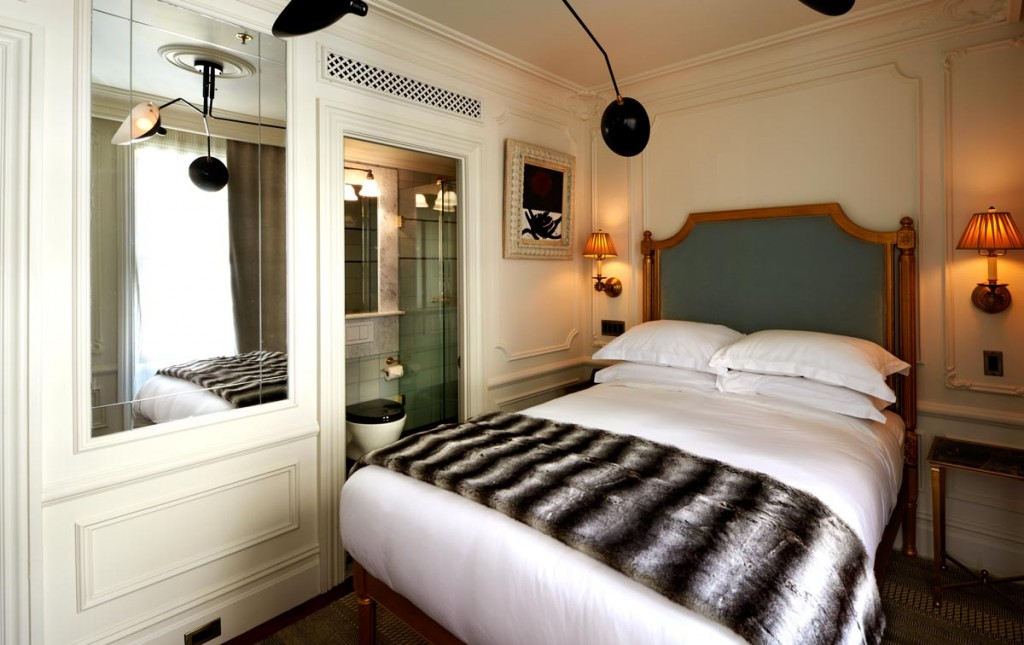 The Marlton Hotel guest room
