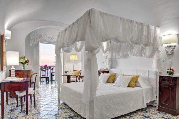 Hotel Santa Caterina guest room