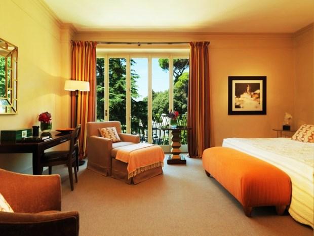 Rocco Forte Hotel de Russie guest room