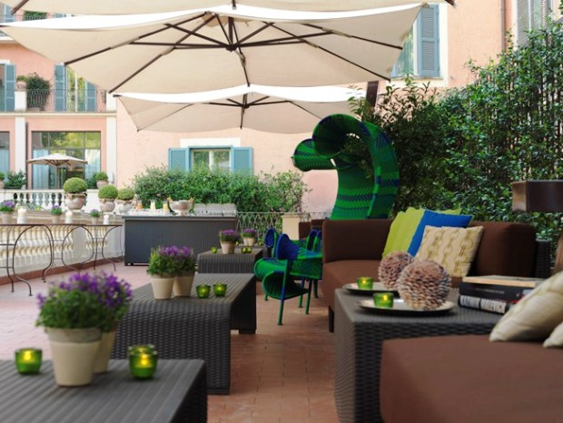 Rocco Forte Hotel de Russie outdoor lounge