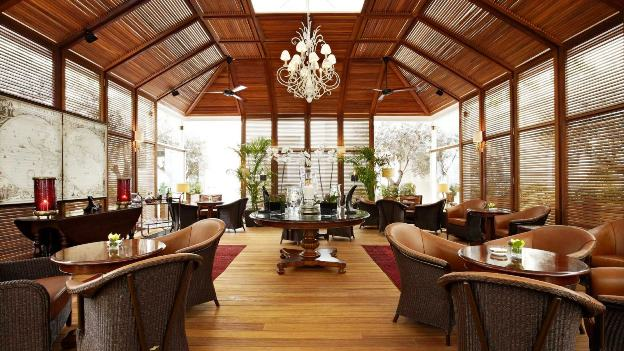 Hotel grande bretagne athens alexanders cigar cocktail lounge