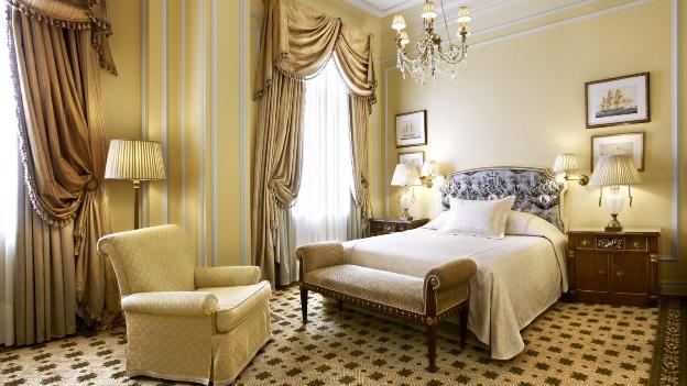 Hotel grande bretagne athens deluxe room living room