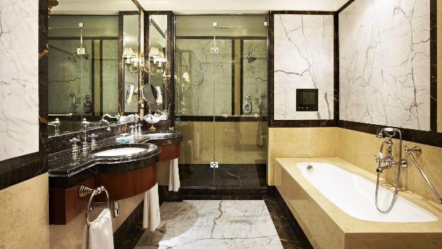 Hotel grande bretagne athens suite bathroom tv