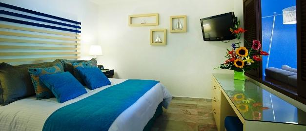 Villa del Palmar Beach Resort master-bedroom
