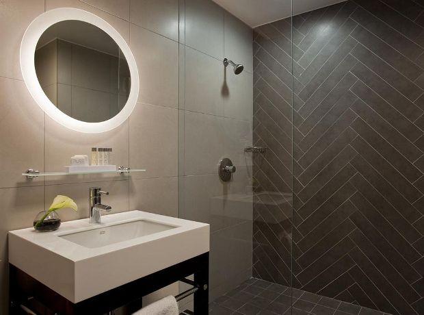 Martha Washington guestroom bathrooms