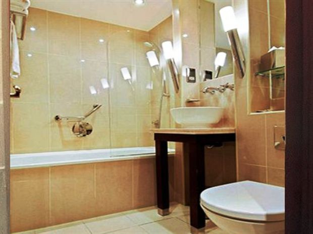 London Premier Notting Hill guest bathrooms