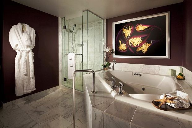 MGM Grand Hotel and Casino guestroom bathroom