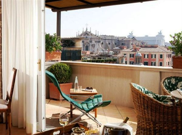 The Hotel Nazionale terrece patio