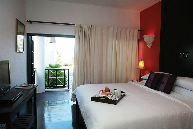Silver Point Hotel guest room