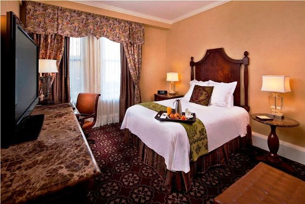 The Roosevelt New Orleans guestroom