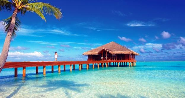 Medhufushi Island Resort  beach deck dining