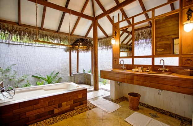 Medhufushi Island Resort guestroom baths