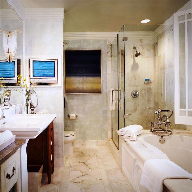 Hotel Casa Del Mar guestroom bathrooms