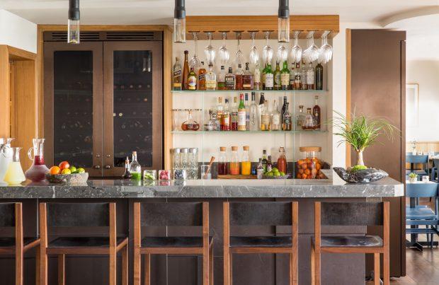 Malibu Beach Inn bar