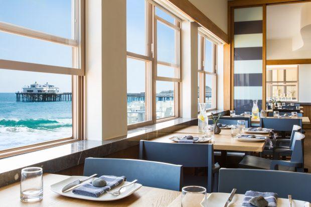 Malibu Beach Inn dining room