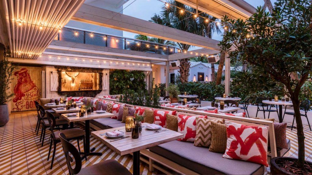 The-Confidante-Miami-Beach outdoor dining
